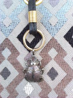 Scarabeus fém dísz