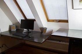 Schreibtisch-Sichtbeton-1.jpg