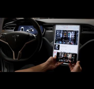 Extreme Autowerks Tesla Screen Mirroring 7