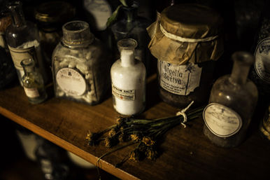 Apothekergläser - Das düstere Vermächtnis