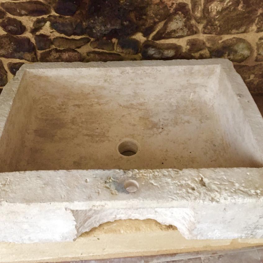 L'évier en pierre
