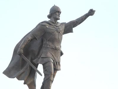 Вадим Цыганов о памятнике Невскому: Он смотрит чётко на Запад, где враг был, а может, и будет ещё