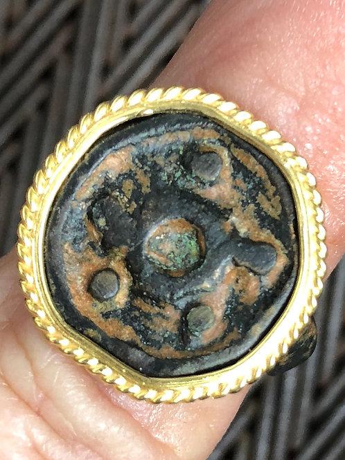 21 K GOLD, ROMAN-BYZANTINE BRONZE RING (11-V1 C. AD)