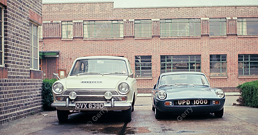 Unipower GT versus Ford Cortina 2 - Copy