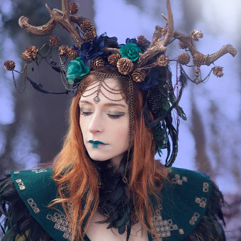 queen_of_elves___portrait_by_the_forest_