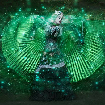 gothic_princess_of_the_forest_sourrounde