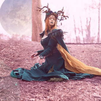 queen_of_elves_beside_the_moon_by_e_a_ph