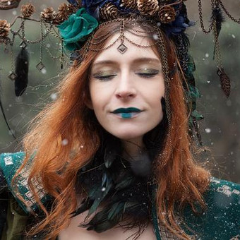 queen_of_elves___portrait_by_the_falling