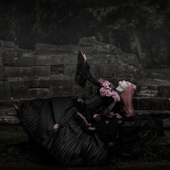 gothic_princess_lying_on_a_antique_stone