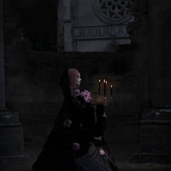 gothic_girl_holding_a_candlestick_by_e_a