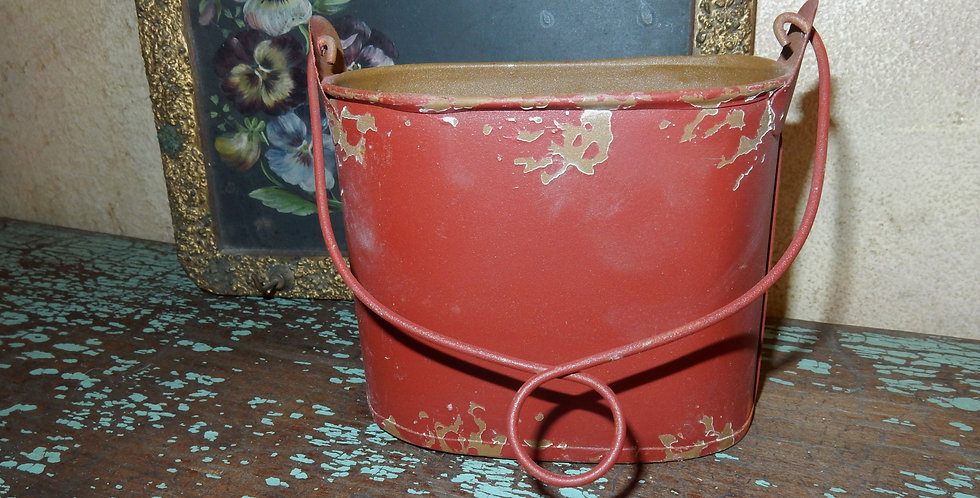 Chippy Paint Vintage Style Tin Holder with Handle