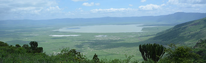 Ngorongoro de loin.jpg