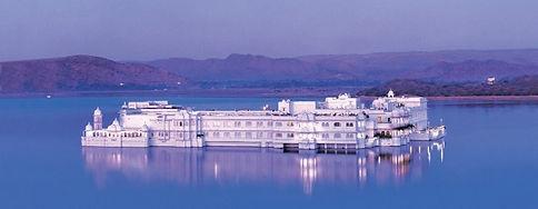 udaipur-lakepalace_edited.jpg