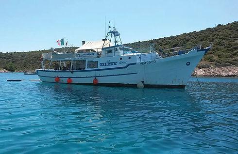 gite-in-barca-motobarca-desy-ancona.jpg