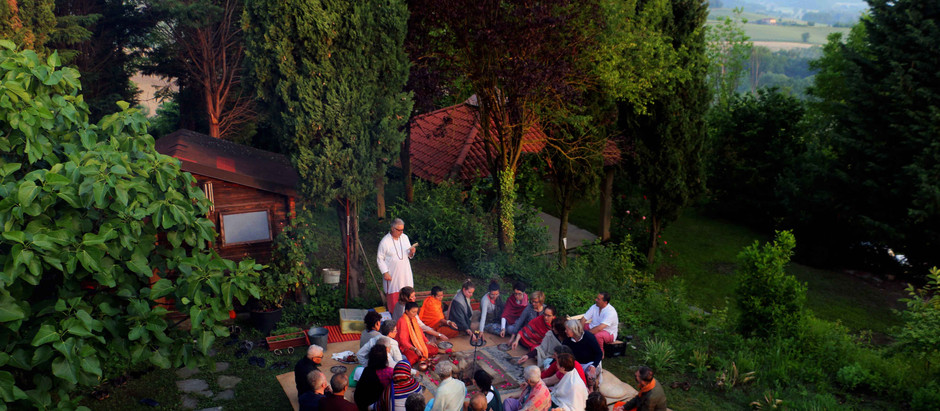 Un angolo di Satya Yuga all'Annapurneshwari Mata Ashram di Asti per celebrare l'Amore della Bhakti