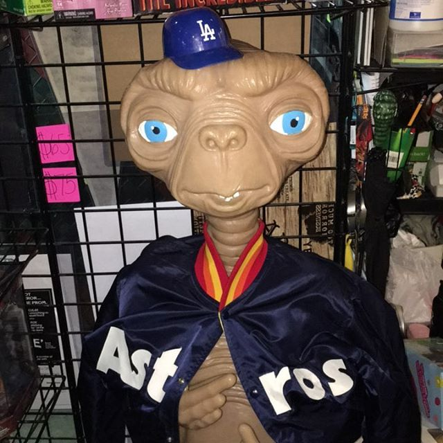 Wtf ET is rooting for the Astros