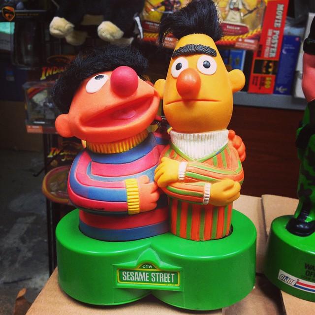 Vintage Sesame Street Bert & Ernie Transistor Radio #collectibles#sesamestreet#bert&ernie#scroozetoy