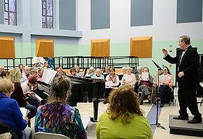 Randy McGee conducting.jpg