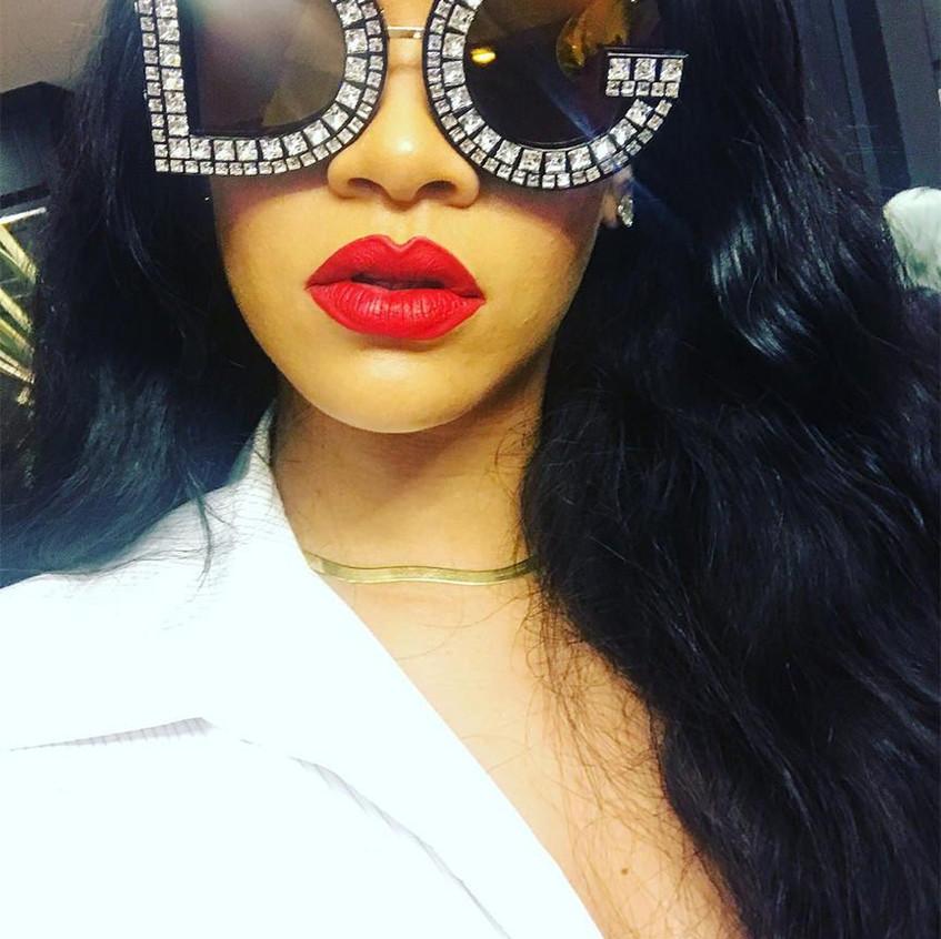 rihanna-dolce-gabbana-logo-sunglasses
