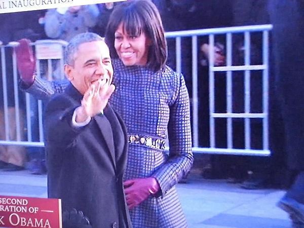 obama holding belly.jpg