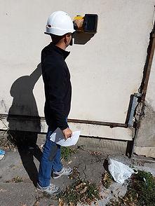 Expert Bomaco utilizând echipamentul georadar C-Thrue
