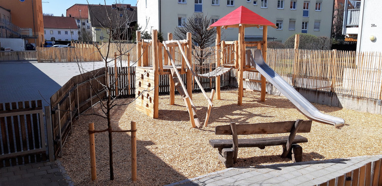 Spielplatz Kinderhaus Landshut.jpg
