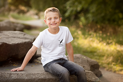 t-shirt-mockup-featuring-a-smiling-boy-in-nature-2925-el1.png