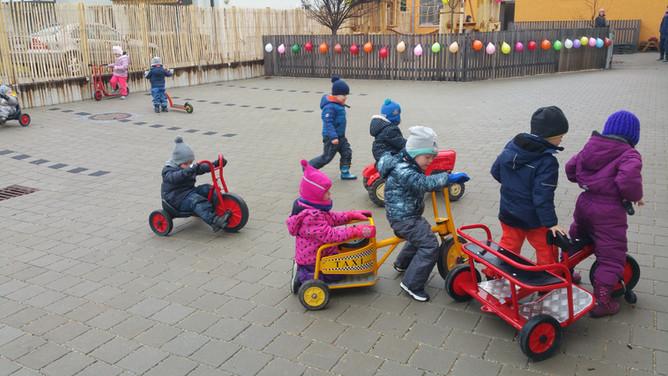 Kindergartenspielplatz Fahrzeuge 3-1.jpg