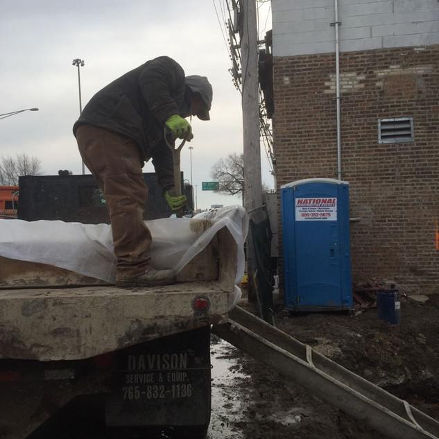 工地灌水泥 Pouring the Cements on the New Con