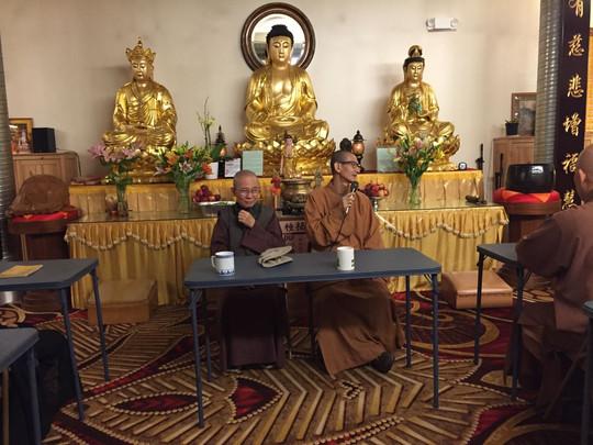 三慧讲堂住持继传法师和当家师父 Photo Up of Master JiRu