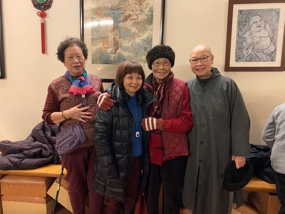信众100岁生日会(右二)A devotee's 100-year-old Bi