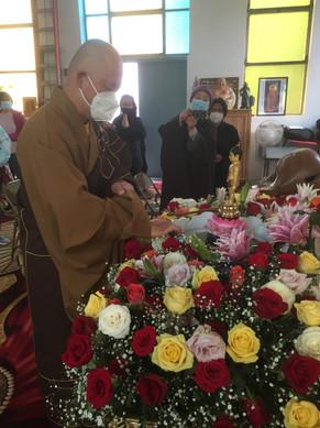 Master JiRu Conducted Bathing to Buddha
