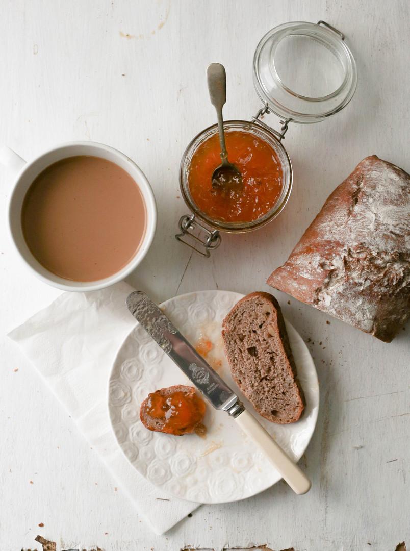2 Fig and Walnut bread con  Mermelada d