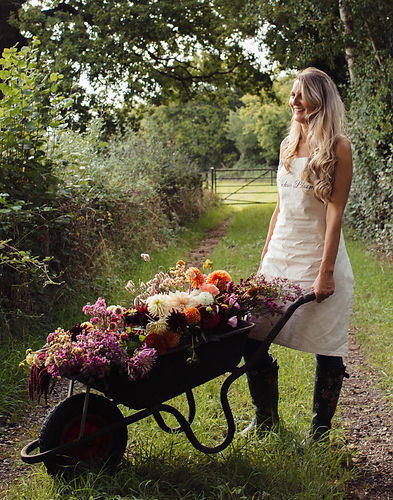 In the Farm picking Flowers, Rossana Novella Photography.jpg