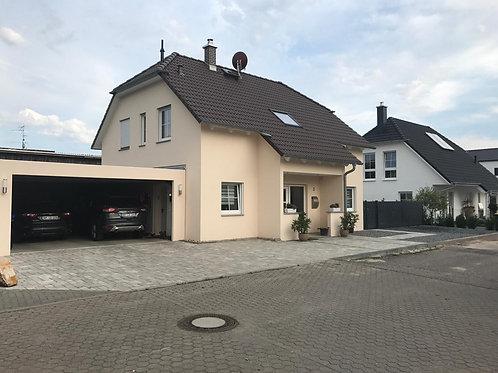 Modernes freistehendes Einfamilienhaus im Landhausstil  in Erftstadt