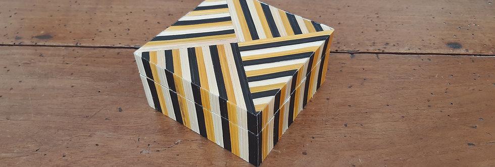 Boîte carrée bicolore en marqueterie de paille