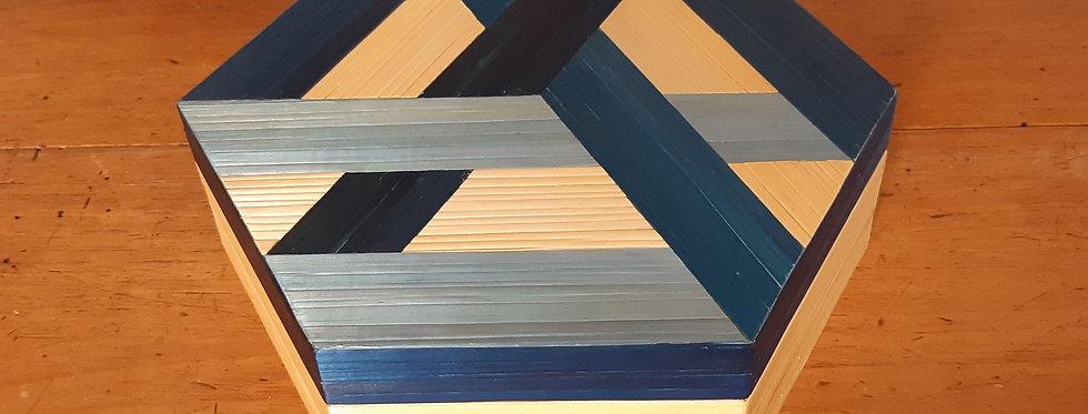 Boîte hexagonale en marqueterie de paille