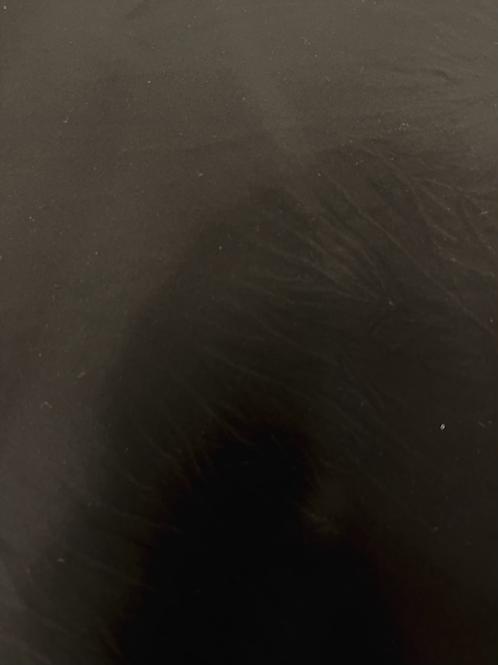 משולש שחור דמוי משי