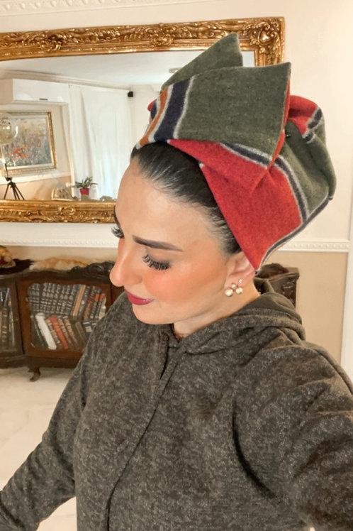 שמלת צמר חאקי וכיסוי ראש ברי