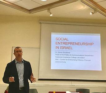 הרצאה על יזמות חברתית באנגלית.jpg