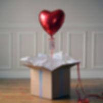 ballon-cadeau-coeur-rouge.jpg