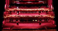 Neubezug von 2.200 Theaterstühlen