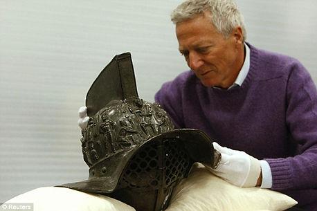 2000-year-old-gladiator-helmet-Pompeii-2