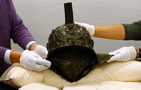 2000-year-old-gladiator-helmet-Pompeii-1