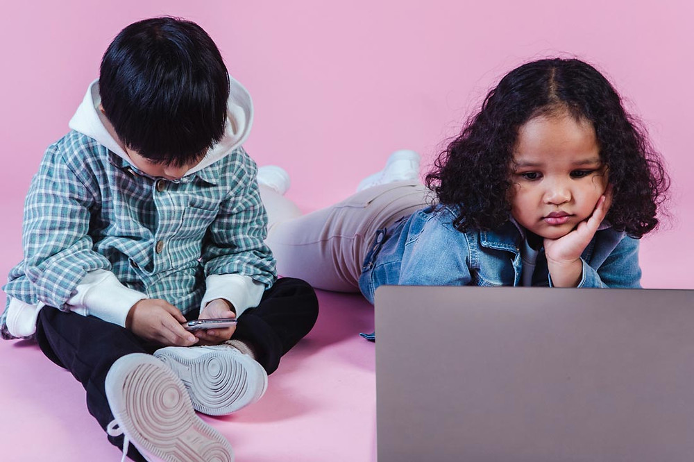 children using mobile devices
