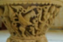 Grifo asirio. Pila Bautismal de la Iglesia de San Fructuoso. Colmenares de Ojeda (Palencia).