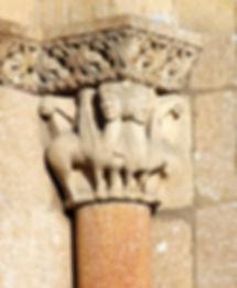 Bellísimas esfinges en un capitel de la Basílica de San Vicente. Ávila.