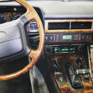 modernes Bluetooth Radio im Jaguar XJS