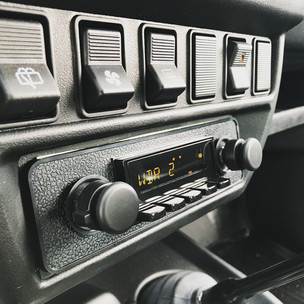 Retrosound Radio im Lada Niva