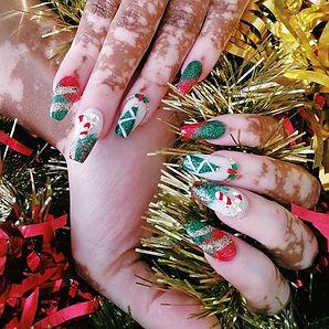 Meet me under the mistletoe..jpe